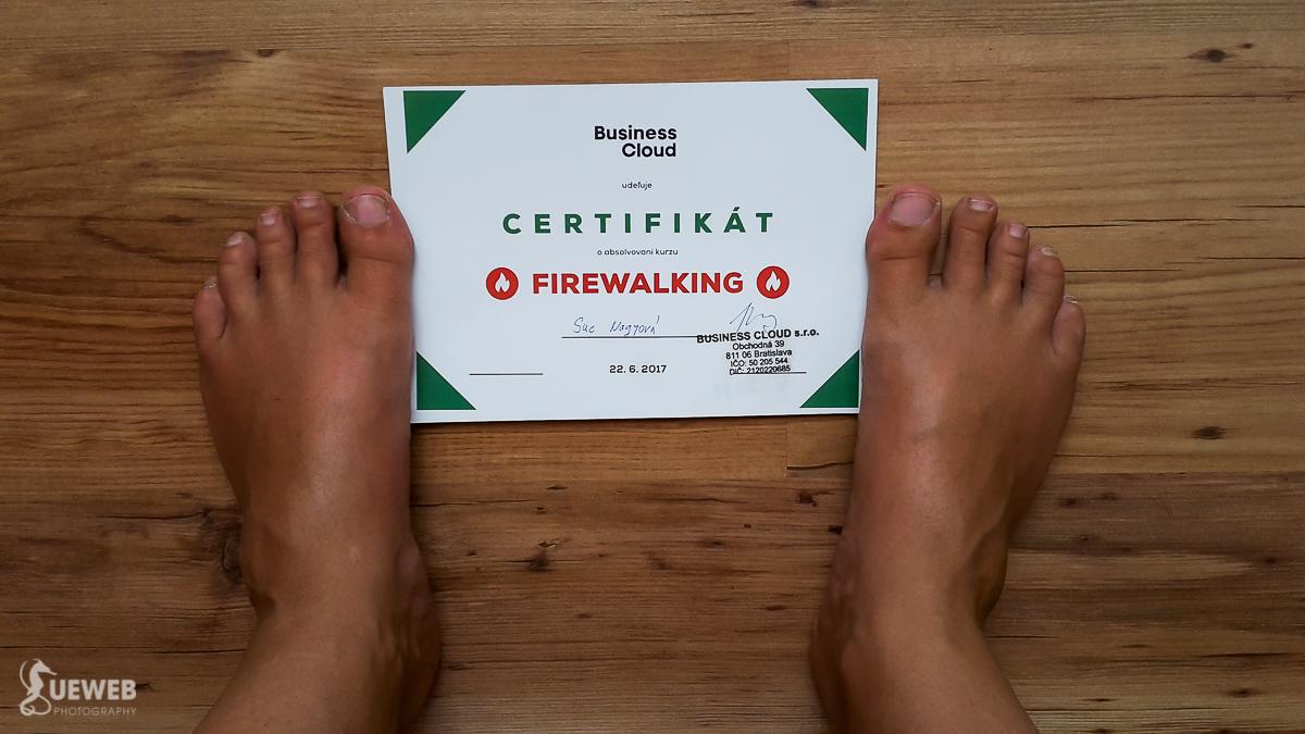 certifikát od organizátora pre tých, čo si prešli po uhlíkoch