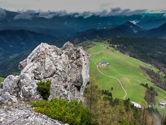 Výhľad z Fadensteig, chaty Almreserlhaus a Edelweiss