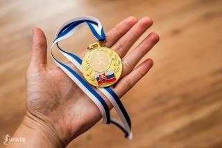 Účastnícka medaila z jednej strany