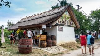 Krásny domček popri vinohradníckej ceste na festivale