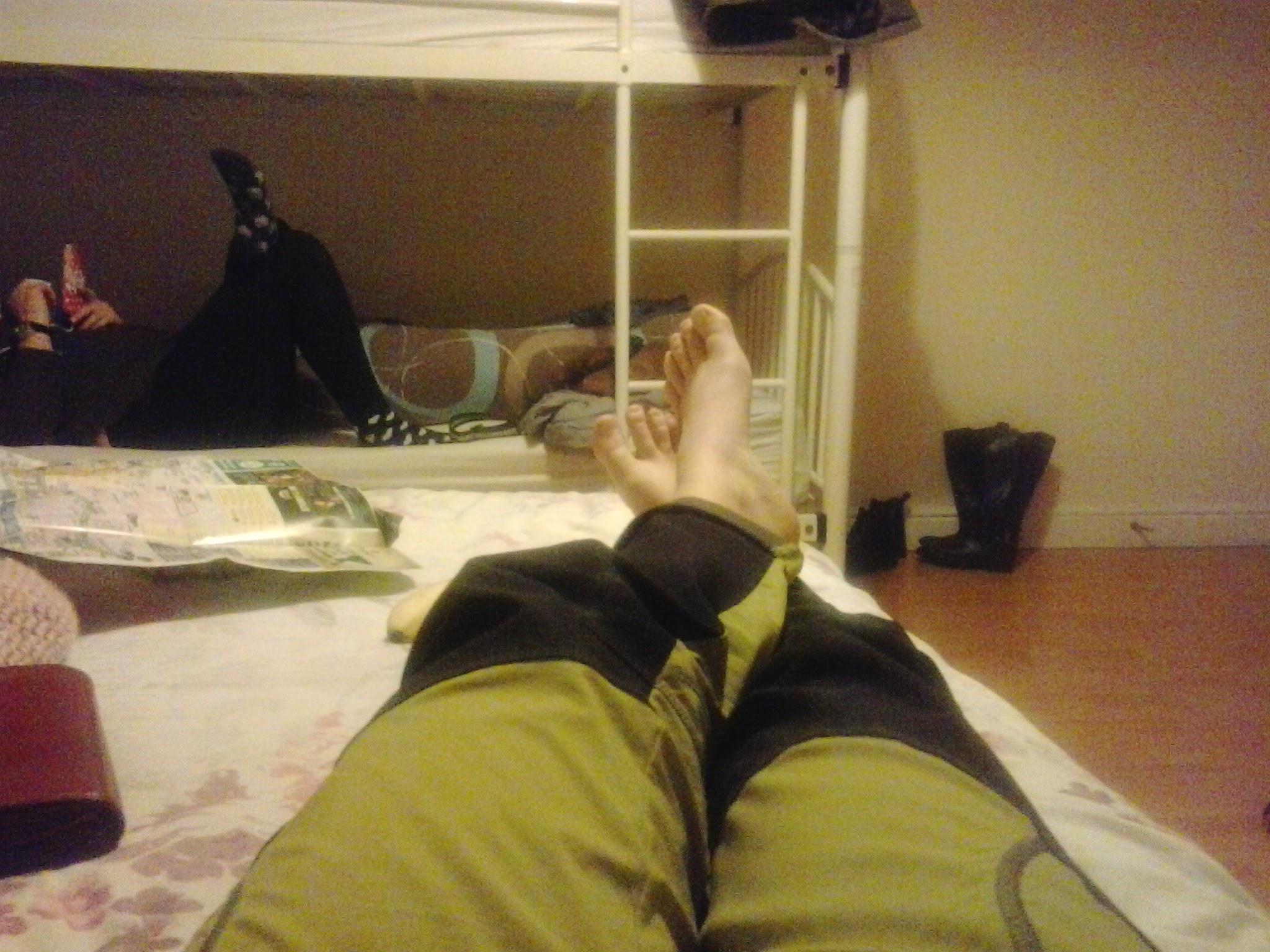 Unavené nohy po večernom chodení naboso