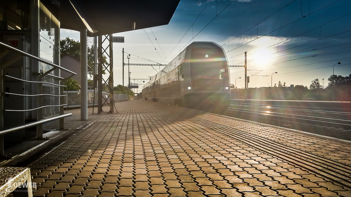 Vlak prichádza a s ním aj začiatok dnešného dobrodružstva