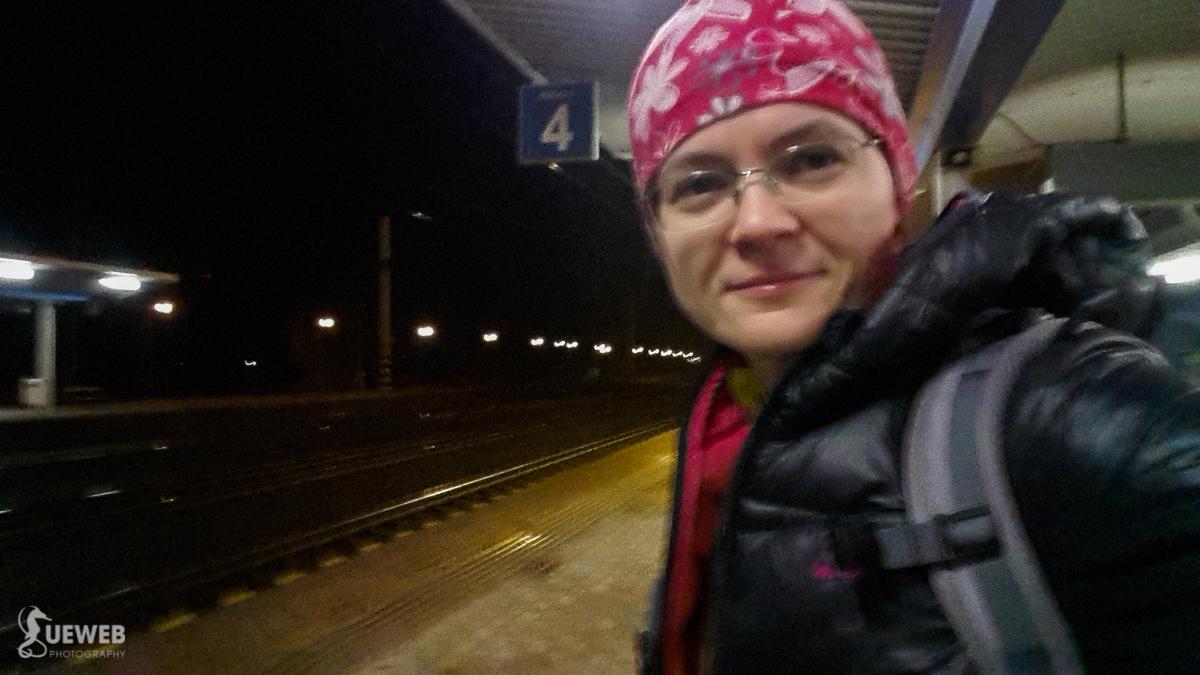 Pol šiestej ráno, ide sa na vlak