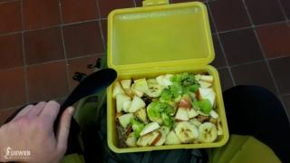 Raňajočky - ovsená kaša s ovocím - na stanici v Nových Zámkoch