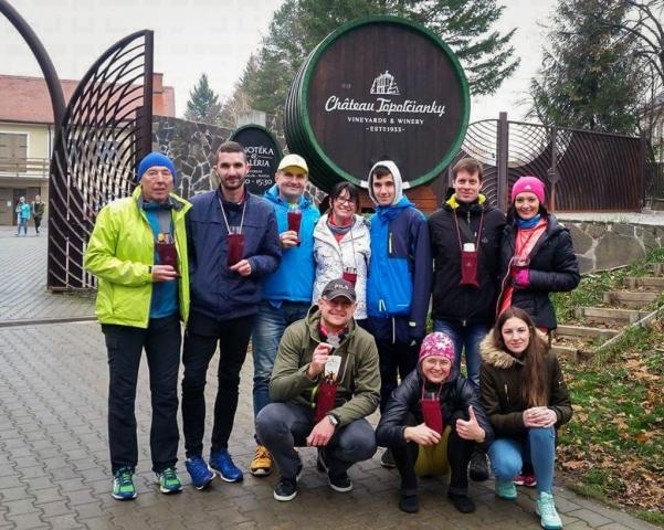 Novozámocká bežecká komunita pred vinárstvom Chateau Topoľčianky