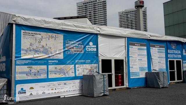 Registračný stan na námestí pred Eurovea