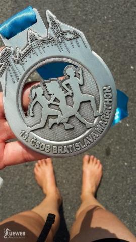 Krásna polmaratónska medaila