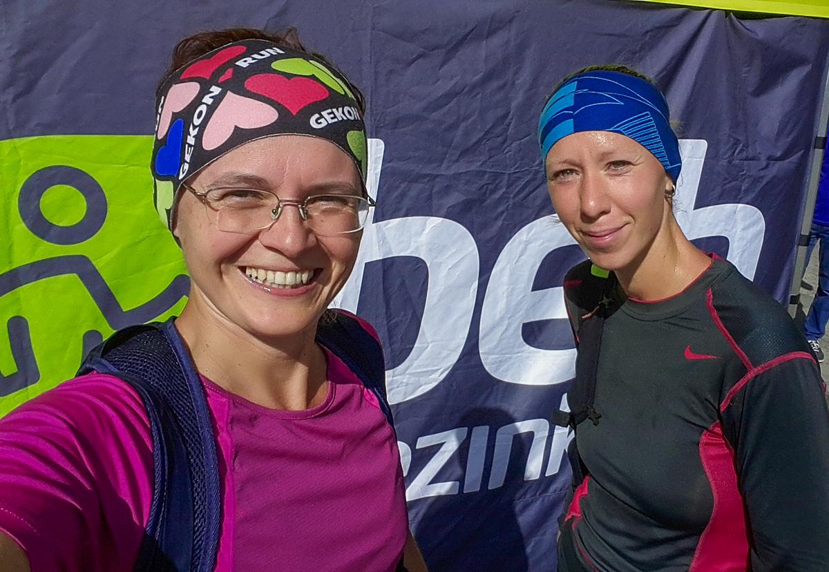 So spolubežkyňou Danielkou sme si vyzdvihli štartové balíčky na preteky Beh Pezinkom 2019